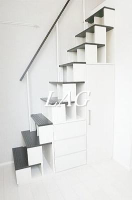 階段下収納になります。
