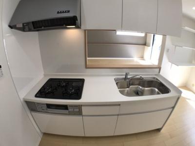 システムキッチンも新調しているためとてもきれいですよ♪