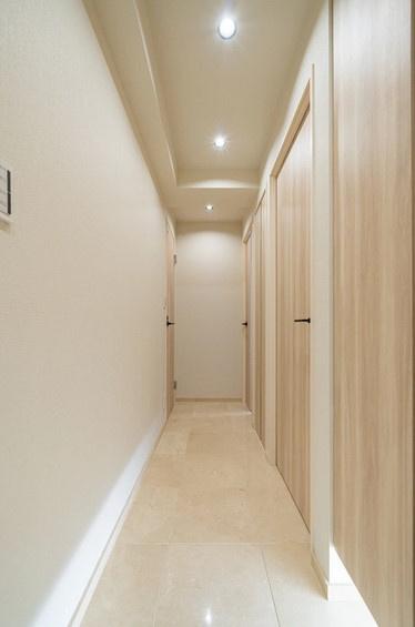 明るくて綺麗な廊下です