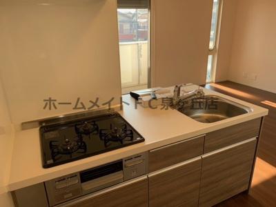 3つ口ガスコンロの対面式キッチンが人気。