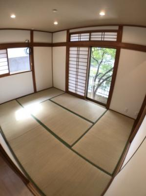 1階約6帖の和室の写真です♪ 2面採光の為とても明るいですよ♪