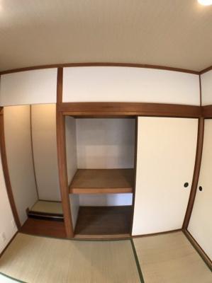 1階和室の収納の写真です♪ 収納+板の間もございますよ♪