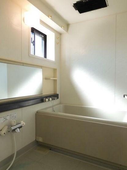 浴室に窓があるのはポイントが高いです^^