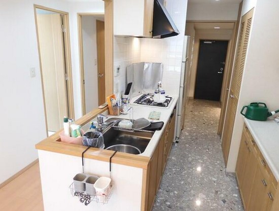 広々としたキッチンなので、並んで料理をしても狭くありません。