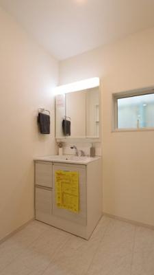 独立洗面化粧台が付いています 三郷新築ナビで検索