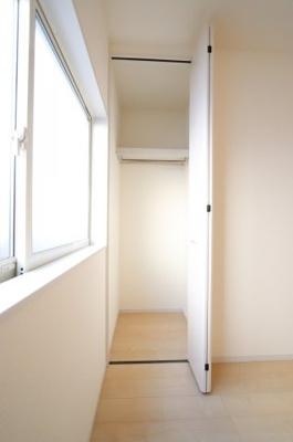 落ち着いた色調の寝室です 三郷新築ナビで検索