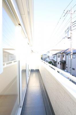 開放的で明るい空間を演出してくれるバルコニーです 三郷新築ナビで検索