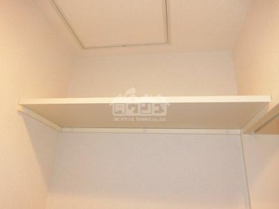 同建物反転間取り参考写真トイレの上棚・アンビエンス
