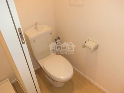 同建物反転間取り参考写真トイレ・アンビエンス