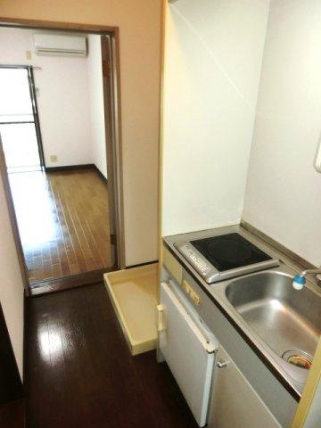 キッチンはIHコンロ付き。 (※参考写真)