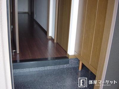 【玄関】ロイヤルパレス