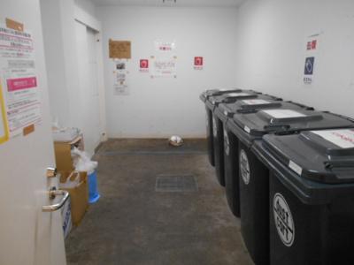 館内ゴミ置き場有り。