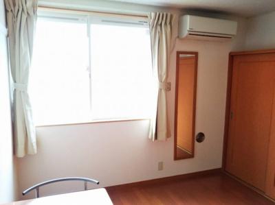 1階はフローリング。部屋により家電製品が異なる場合あり。