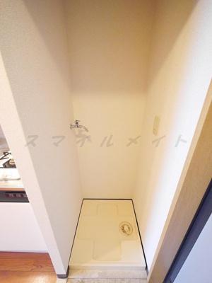 室内洗濯機置き場・キッチンの横にあります。