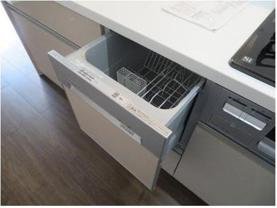 【キッチンに食洗機あり】 食洗機がついているので、洗い物の時間を短縮できます。