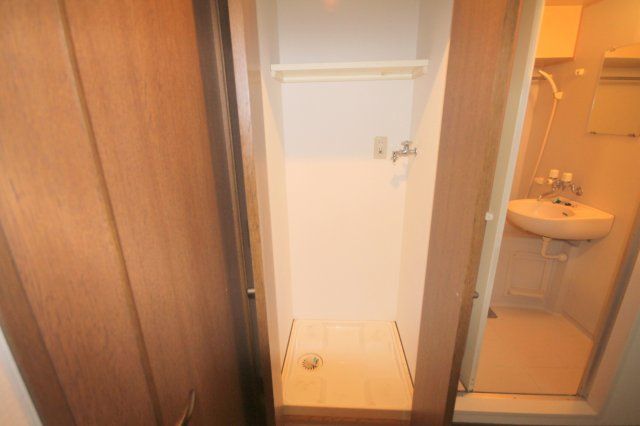 室内洗濯機置場です。(※別室写真参照)