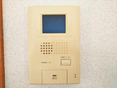 モニター付きインターホンで安心。同タイプの写真です。