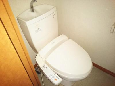 温水洗浄便座付き。同タイプの写真です。