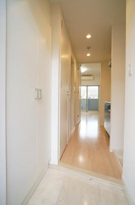 ※参考同一間取りの6階の写真です。玄関は石張りで高級感がある♪