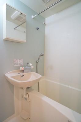 ※参考同一間取りの6階の写真です。浴室乾燥機付き♪一日の疲れを癒すのはやっぱりお風呂ですね♪
