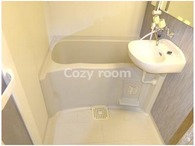 綺麗にリノベされた浴室です。