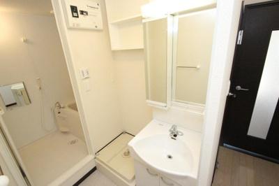 お風呂場には浴室乾燥機も付いてます☆