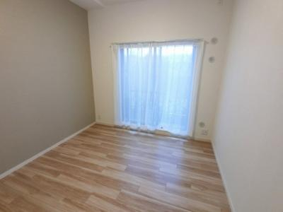5.7帖の洋室は主寝室にいかがでしょうか。