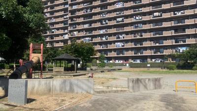 ~周辺写真~ 目の前には、大きな公園がありお子様ものびのび遊べる空間になっております。