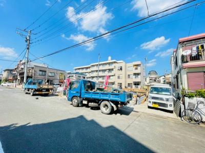 【前面道路含む現地写真】足立区六月3丁目新築戸建て【全7棟】