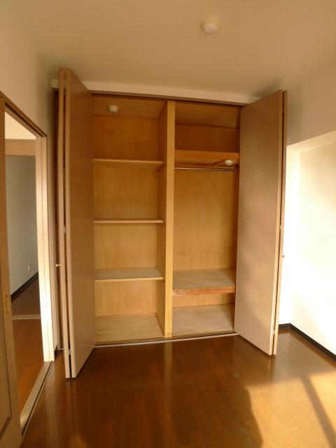 サービスルームのクローゼットも大容量。