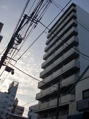 JR川崎駅徒歩8分のお洒落なマンションですよ。