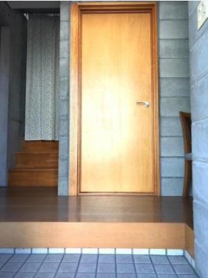 【1F玄関】明るくきれいな玄関です。シューズボックスを作れば片付いた玄関がキープできます。