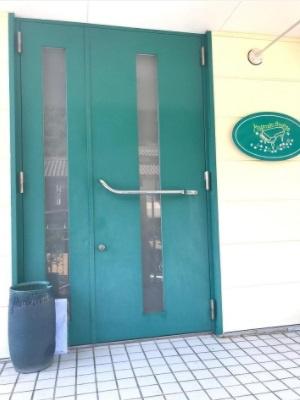 重厚感のある玄関ドアでお客様をお迎え!