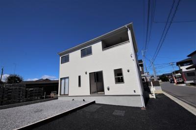 7号棟外観です  全室南向きで日の光をたっぷり取り込む間取り設計