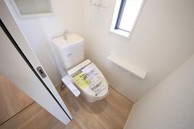 7号棟 落ち着いた色調のトイレです