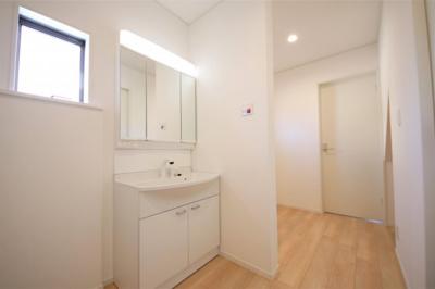 7号棟 独立洗面台あり、毎朝おしゃれに忙しい女性の方におすすめです