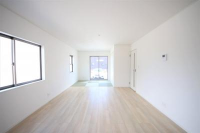 5号棟 二面採光の明るいLDK 窓付きの明るいキッチン 床下収納あり