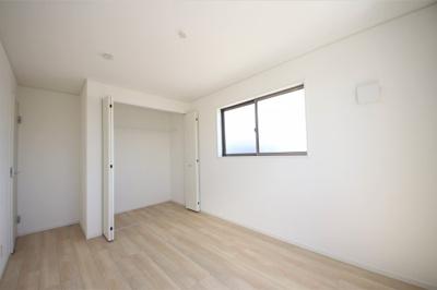 5号棟 2F洋室 二面採光の明るいお部屋