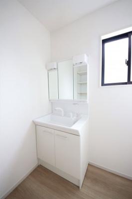 3号棟 使いやすい独立洗面台です