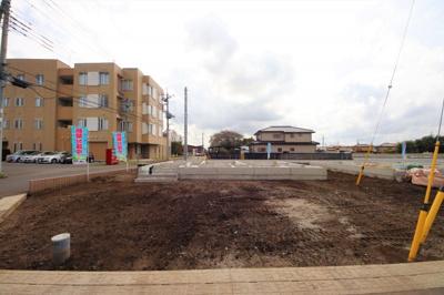 1~10号棟 開発分譲地のため道路幅も広く駐車もしやすいです。