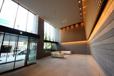 高層階で眺望良好 家具・家電つき 築2年 内覧予約受付中