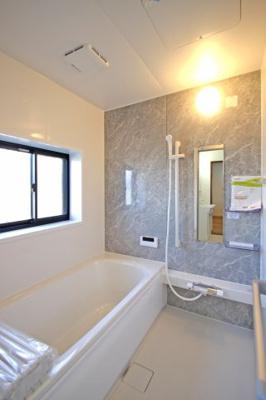 ゆったりくつろげる浴槽、カビを抑制する乾燥しやすい床面など新品です!