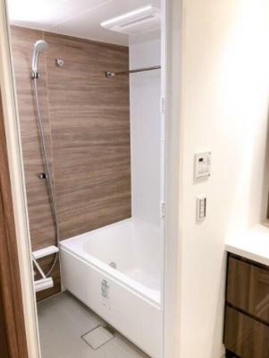 追い焚き機能、浴室乾燥機付きバス。