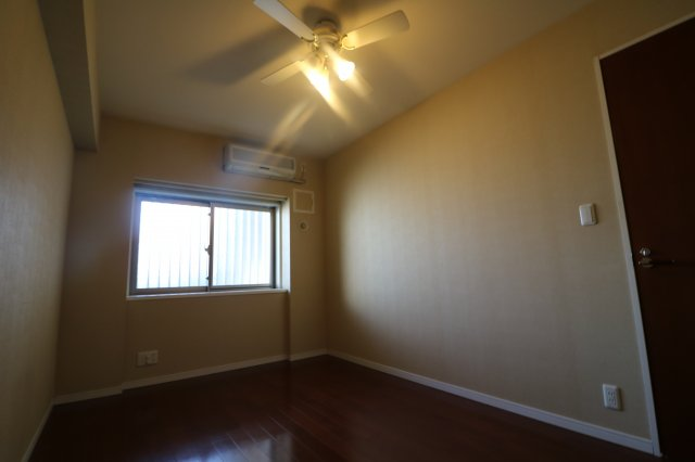 同間取りの別のお部屋の写真です。