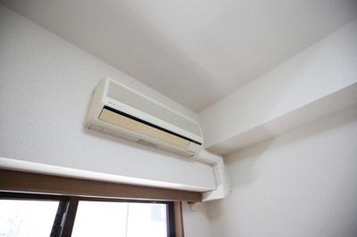 「もちろんエアコン完備です」