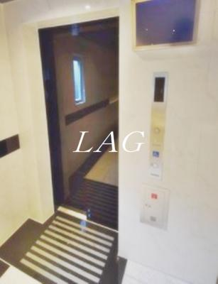 エレベーターになります。