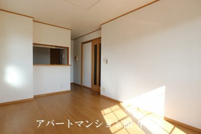 【居間・リビング】レジデンスさくら台F