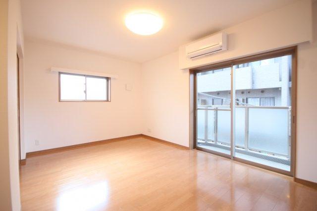 お部屋と設備のお写真は同タイプ別階の参考写真です。