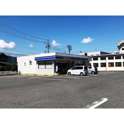 コンビニ「ローソン戸倉内川店まで438m」
