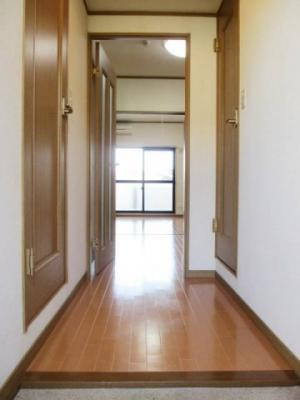 【玄関】リバ-ハイツ石塚